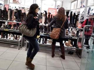 shopping_20101229114317_640_480_20121113102213_640_480-10195