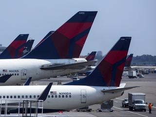 Airfare won't be cheaper despite record earnings