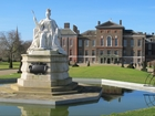 Man on fire dies in front of Kensington Palace