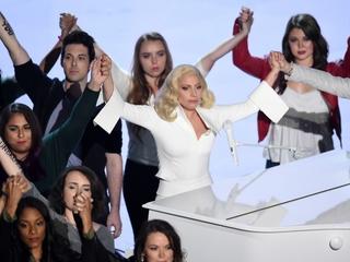 Lady Gaga delivers emotional Oscar performance