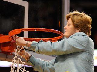 Legendary basketball coach Pat Summitt dies
