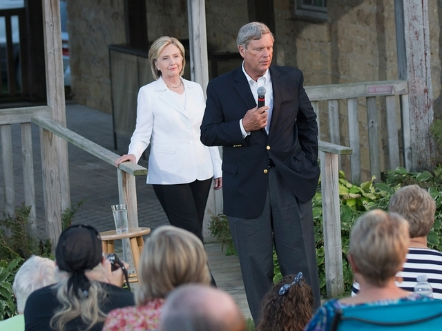 Clinton, Hickenlooper meet as she reviews possible running mates