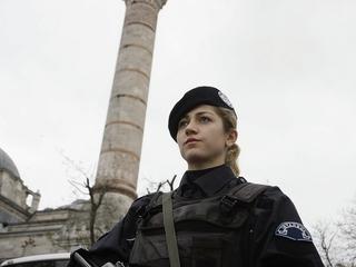 Turkey lets policewomen wear hijabs