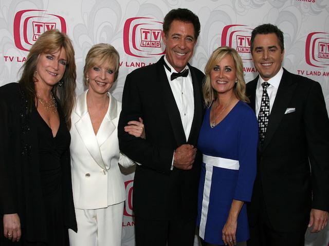 Florence Henderson, TV's Carol Brady, dies at 82