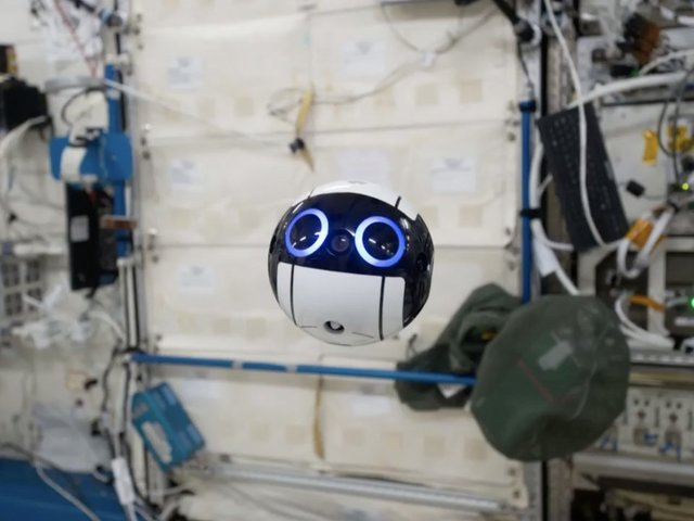 This Floating Robotic Camera Is The Cutest Thing Ever Sent Into Space