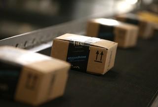 Amazon to hire thousands at job fair