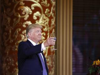 Trump swipes at Flake on Twitter