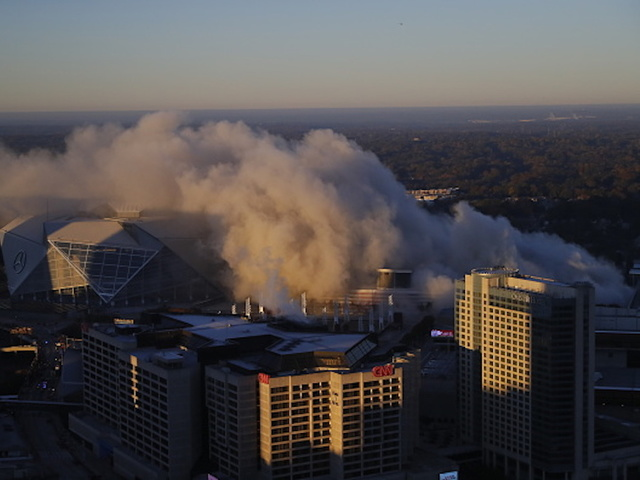 Demolition of the Georgia Dome: a bus spoils the show