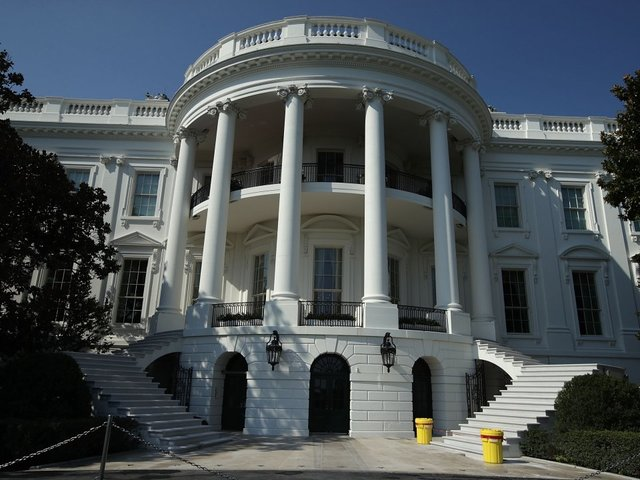 White House mulls ban on staff's personal phone use
