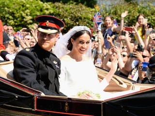 Royal newly-weds stun crowds