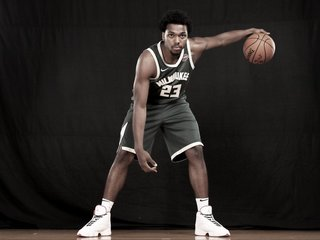 Sterling Brown sues Milwaukee following arrest