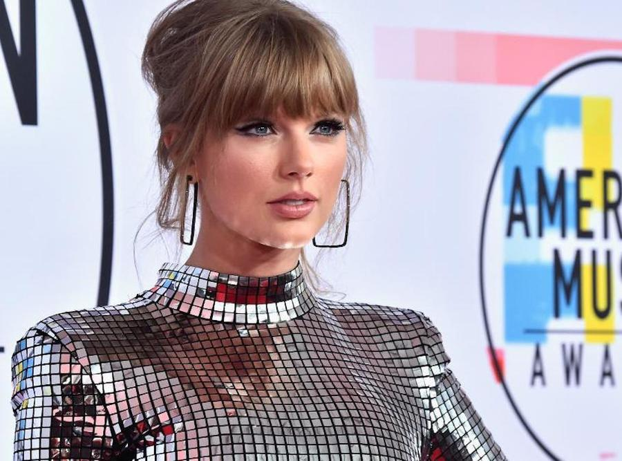 Taylor Swift Calls On Fans To Vote During Ama Acceptance Speech Theindychannel Com